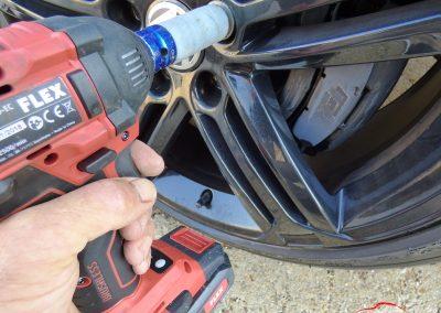Volkswagen GOLF R Démontage des roues avec la clé a choc FLEX IW 1/2 18 EC C Melun 77
